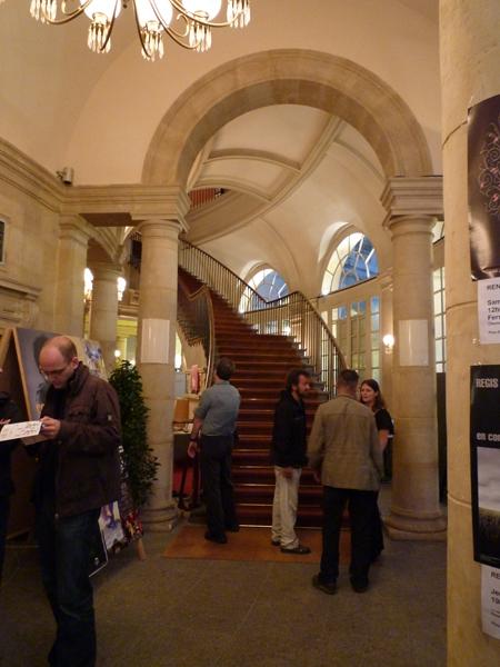 Opéra de Rennes : en attendant la séance d'autographes d'António Zambujo