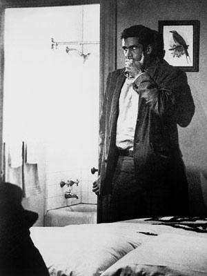 Norman Bates (Anthony Perkins) dans Psychose. Alfred Hitchcock, réal. 1960.