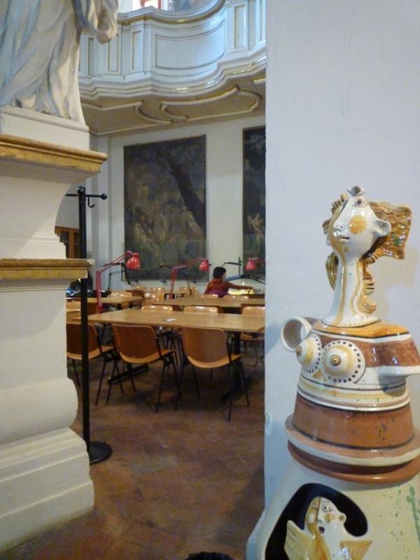 Sienne (Toscane, Italie). Salle de lecture, bibliothèque universitaire, Faccoltà di scienze matematiche, fisiche e naturali (sala Rosa), 13 novembre 2010
