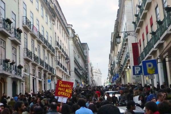 """Lisbonne, Rua Garrett, 12 mars 2011 (manifestation de la """"geração à rasca"""")"""
