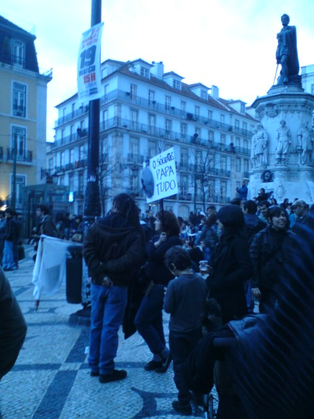 """Lisbonne, Largo de Camões, 12 mars 2011 (manifestation de la """"geração à rasca"""")"""