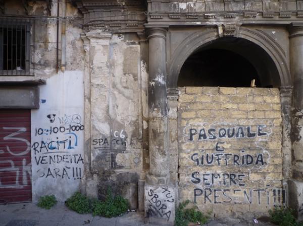 Palerme (Sicile). La bottine abandonnée (celle de Pasquale ?). 8 mai 2012