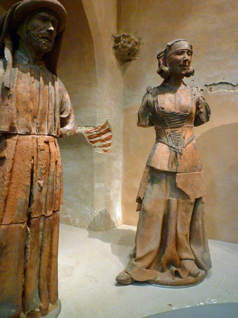 Toulouse, musée des Augustins. Deux des personnages en terre cuite de Jean Bauduy (XVIe siècle), 20 juin 2012