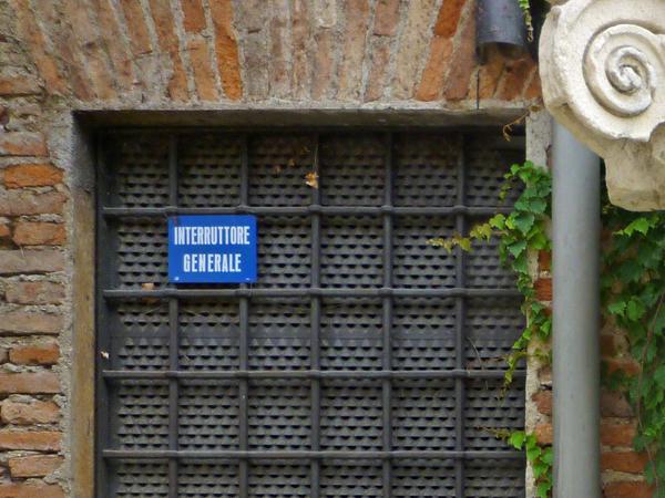 Vicenza (Vicence), Veneto (Vénétie), Italie. Jardin du Teatro Olimpico, 17 juillet 2013