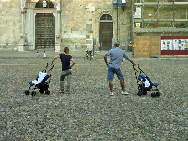 Parma (Parme), Emilia-Romagna (Émilie-Romagne), Italie. Parvis de la cathédrale, 21 juillet 2013