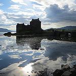 Eilean Donan = Eilean Donnain, loch Duich = loch Dubhthaich, Wester Ross = Taobh Siar Rois, Highlands = A' Ghàidhealtachd, Écosse, par Bernard Blanc sur Flickr (CC BY-NC-SA 2.0)