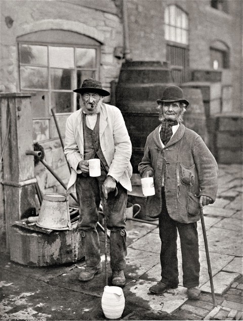 John Benjamin Stone (1838–1914). Sippers and Topers (Angleterre, vers 1900).