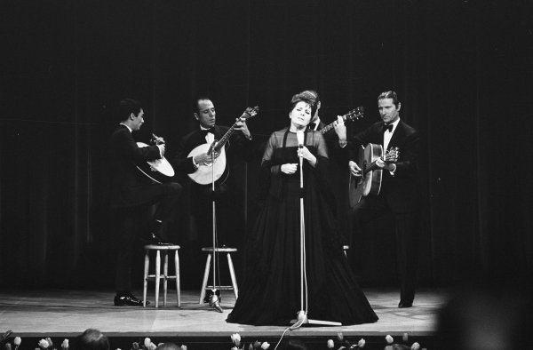 Amália Rodrigues au Grand gala du disque populaire au Congrescentrum (Amsterdam, Pays-Bas), 7 mars 1969