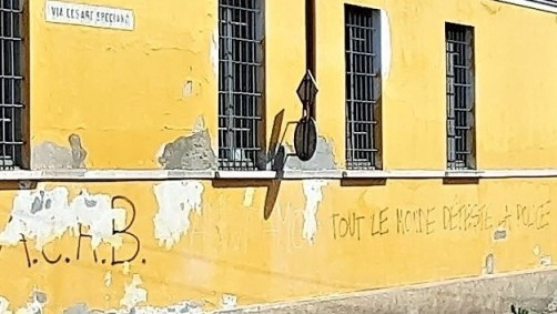« Tout le monde déteste la police ». Crémone (Lombardie, Italie) = Cremona (Lombardia, Italia), 27 juin 2021